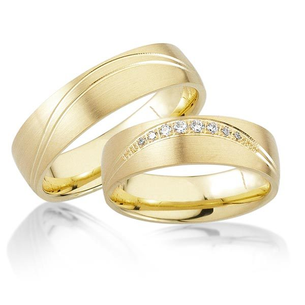 Geelgouden trouwringen met 0.09 crt. – AD22